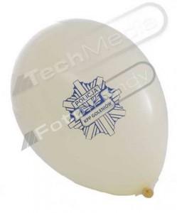 Balony z helem na terenie policji